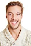 Headshot av den lyckliga manen Arkivfoto