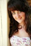 Headshot av den teen flickan för nätt brunett Royaltyfri Fotografi