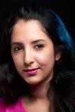 Headshot av den unga latinska kvinnan Royaltyfria Foton