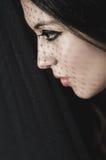 Headshot brunetki modela doświadczalnictwo z cieniami Zdjęcia Royalty Free