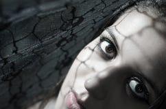Headshot brunetki wzorzystości wzorcowi używa cienie jak Zdjęcie Stock