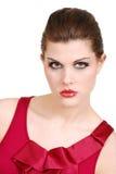 Headshot de la mujer joven con el lápiz labial y la tapa rojos Fotos de archivo libres de regalías