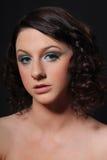 Headshot de un adolescente con maquillaje formal Fotografía de archivo libre de regalías