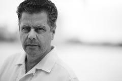 Headshot de un hombre enojado Fotos de archivo