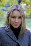 Headshot de una muchacha bonita Imagenes de archivo