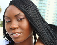 Headshot de una mujer joven Fotografía de archivo