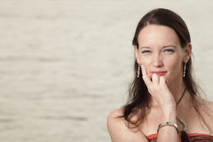 Headshot de una mujer joven Fotos de archivo libres de regalías