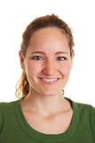 Headshot der jungen lächelnden Frau Lizenzfreies Stockfoto