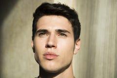 Headshot des hübschen jungen Mannes Stockbilder