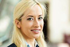 Headshot einer glücklichen Geschäftsfrau Stockbilder