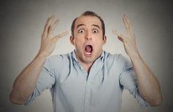 Headshot entsetzter fassungsloser überraschter junger Mann Lizenzfreies Stockfoto