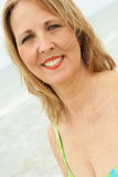 Headshot envelhecido médio da mulher Imagens de Stock