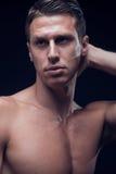 Headshot head headshotslut för framsida upp, en ung vuxen man, fitn Royaltyfri Foto