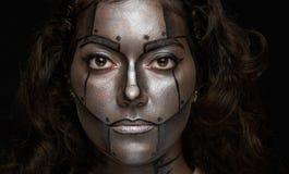 Headshot kobiety z metal farbą Zdjęcia Stock