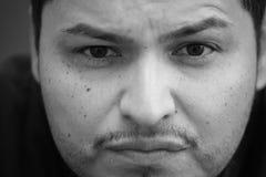 Headshot närbild av en latinamerikansk manlig Arkivfoton