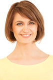 Headshot piękna kobieta w żółty ono uśmiecha się przy kamerą Zdjęcia Royalty Free