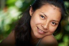 Headshot portret młoda latynoska kobieta Zdjęcia Stock