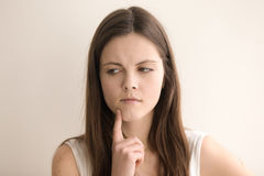 Headshot portret rozważna młoda kobieta Zdjęcie Royalty Free