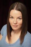 Headshot van een jonge vrouw Stock Afbeelding