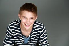 Headshot van glimlachende tween jongen Stock Foto's