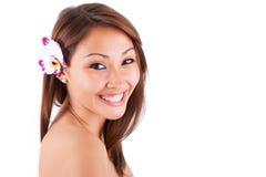 Headshotstående av en ung härlig asiatisk kvinna - asiatisk peopl Arkivbilder