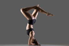Headstand com pés curvados Imagens de Stock