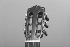 Headstock av en bästa sikt för klassisk gitarr Fotografering för Bildbyråer