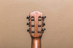 Headstock av en nedersta sikt för klassisk gitarr Royaltyfri Foto