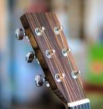 Headstock de uma guitarra acústica imagem de stock