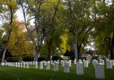 Headstones militares americanos do cemitério fotos de stock royalty free