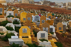 Headstones no cemitério muçulmano Imagem de Stock