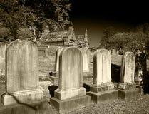 Headstones w cmentarzu w czarny i biały Obrazy Royalty Free