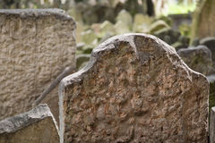 Headstones w Żydowskim cmentarzu w Praga republika czech Obraz Royalty Free