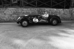 HEALEY 2400 ε-ΤΎΠΟΣ 1950 SILVERSTONE σε ένα παλαιό αγωνιστικό αυτοκίνητο στη συνάθροιση Mille Miglia 2017 Στοκ Εικόνες