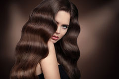 Healhy hair. Beautiful girl with Wavy hairstyle. Beauty woman po Stock Photos