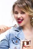 Healhy-Lebensmittel-Ideen und Konzepte Sexy anziehendes kaukasisches blondes lizenzfreies stockfoto