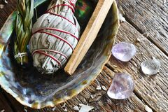 Free Healing Sage Smudge Bundles And Clear Crystals Stock Images - 215289364