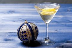Free Health Care Concept. What To Drink On Christmas Party. Glass With Water Slice Lemon On Blue Table. Reduce Alcohol Royalty Free Stock Photo - 133599745