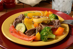 Healthy beef stir fry Royalty Free Stock Photos