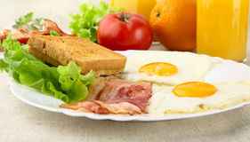 Healthy breakfast with bacon, eggs,toast and glass of juice Stock Photography
