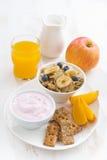 Healthy breakfast - cereal, fresh fruit, yogurt and juice Stock Photography