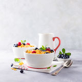 Healthy breakfast with corn flakes and berries Royalty Free Stock Photos