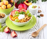 Muesli with yoghurt and fresh fruit Royalty Free Stock Photography