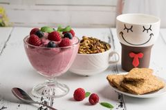 Healthy breakfast. Curd soufflé with fresh blueberry, raspberri. Es,multiseed biscuits, granola and tea Royalty Free Stock Photos