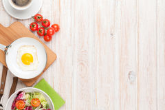 Healthy breakfast with fried egg, tomatoes and salad Stock Photography