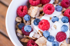 Healthy breakfast -muesli and fresh fruits Royalty Free Stock Photography
