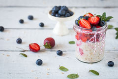 Free Healthy Breakfast: Overnight Oats With Fresh Strawberries Stock Photos - 76135023