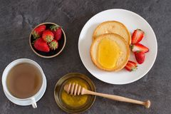 Healthy breakfast with toast, honey and strawberry Royalty Free Stock Photos