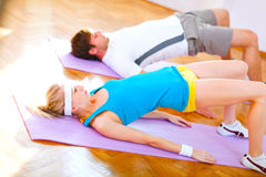 Healthy couple in an aerobics class Stock Photography