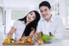 Healthy couple with fresh vegetables Stock Photography
